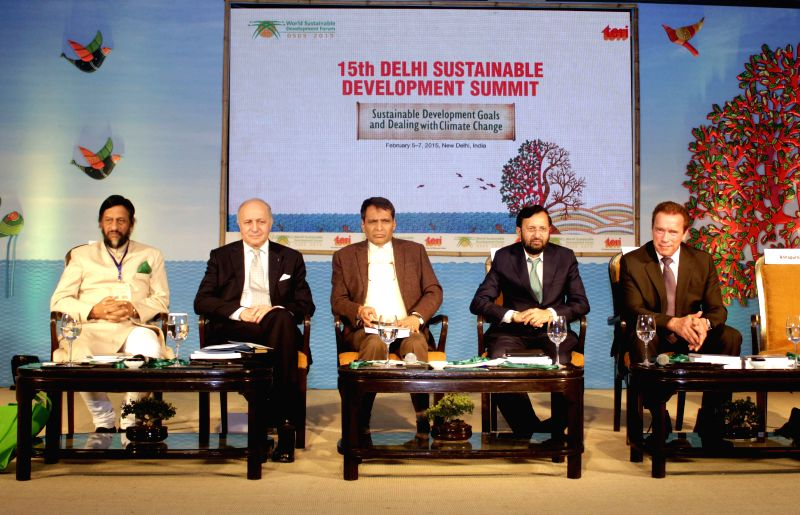 (L to R) Director General of TERI R K Pachauri, French Foreign Minister Laurent Fabius, Union Railway Minister Suresh Prabhu, Minister of Environment & Climate Change Prakash Javadekar - Laurent Fabius and Suresh Prabhu