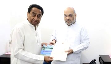 New Delhi: Madhya Pradesh Chief Minister Kamal Nath meets Union Home Minister Amit Shah and apprised him of the situation arising out of excessive rainfall and floods; in New Delhi on Oct 21, 2019. (Photo: IANS)