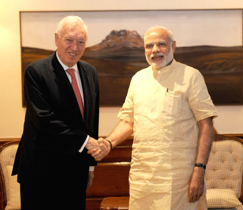 Minister of Foreign Affairs and Cooperation of the Kingdom of Spain Jose Manuel Garcia-Margalloy Marfil calls on the Prime Minister Narendra Modi, in New Delhi on April 27, 2015. - Narendra Modi