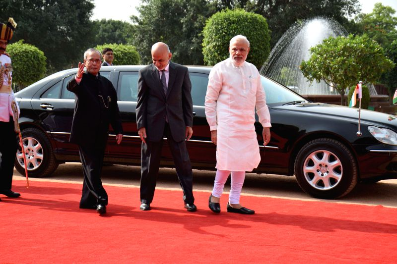 Mohammad Ashraf Ghani, President of the Islamic Republic of Afghanistan being received by President Pranab Mukherjee and Prime Minister Narendra Modi during ceremonial reception at ... - Narendra Modi and Pranab Mukherjee