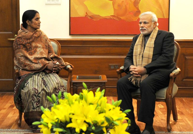 Mother of braveheart Nirbhaya calls on Prime Minister Narendra Modi, in New Delhi on Dec 31, 2014. - Narendra Modi