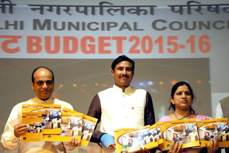 New Delhi Municipal Council Chairperson Jalaj Shrivastav (L) with NDMC members Surender Singh(M) and Anita Arya (R) during a programme organised to release NDMC Budget 2015-16 at NDMC ... - Surender Singh
