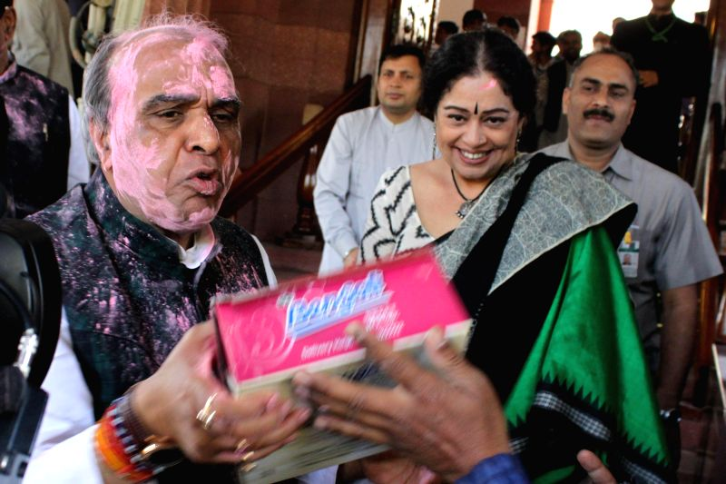 Parliamentarians celebrate Holi at the Parliament in New Delhi, on March 4, 2015. Also seen Kirron Kher. - Kirron Kher