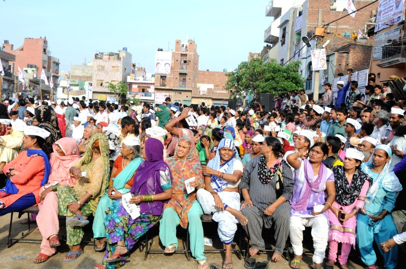 People participate in Delhi Chief Minister Arvind Kejriwal's Adhikar rally at Karawal Nagar, in East Delhi on April 12, 2015. - Arvind Kejriwal