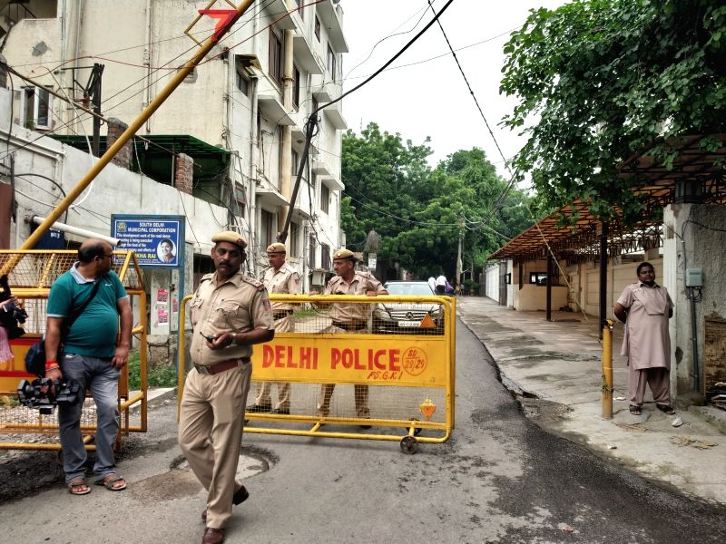New Delhi: Police personnel outside Former Finance Minister Arun Jaitley's residence in Kailash Colony where his mortal remains will be brought from AIIMS, in New Delhi on Aug 24, 2019.