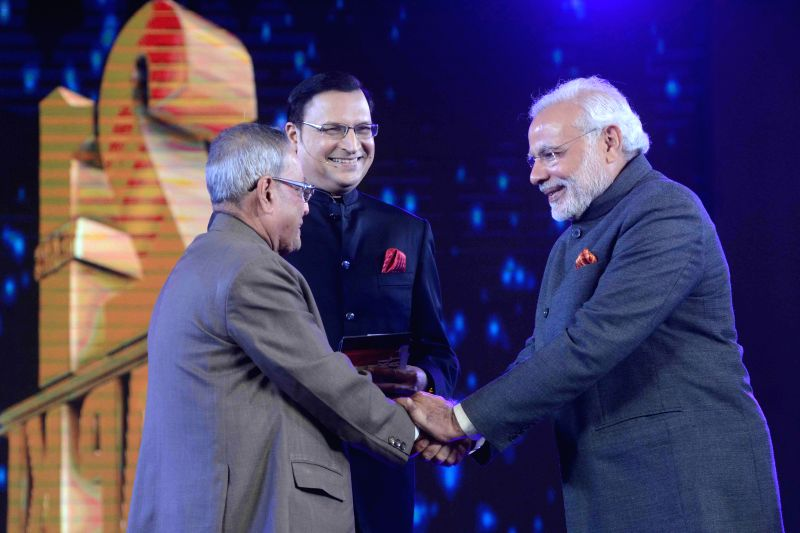 President Pranab Mukherjee and Prime Minister Narendra Modi during a programme organised to celebrate 21 years of `Aap Ki Adalat` a TV show at Pragati Maidan in New Delhi on Dec 2, 2014. .. - Narendra Modi, Pranab Mukherjee and Rajat Sharma