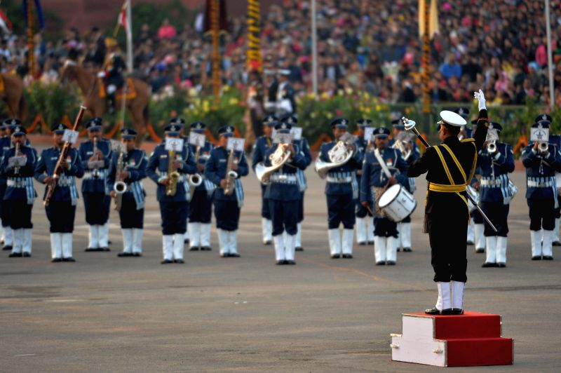 President Pranab Mukherjee  and Prime Minister Narendra Modi witnessing the 'Beating the Retreat' ceremony at Vijay Chowk, New Delhi on Jan. 29, 2015. - Narendra Modi and Pranab Mukherjee