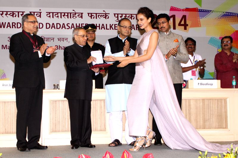 President Pranab Mukherjee awards best actress award to actress Kangna Ranaut at the 62nd National Film Awards ceremony organised at Vigyan Bhavan in New Delhi, on May 3, 2015. Also seen ... - Kangna Ranaut, Pranab Mukherjee, Arun Jaitley and Rajyavardhan Singh Rathore