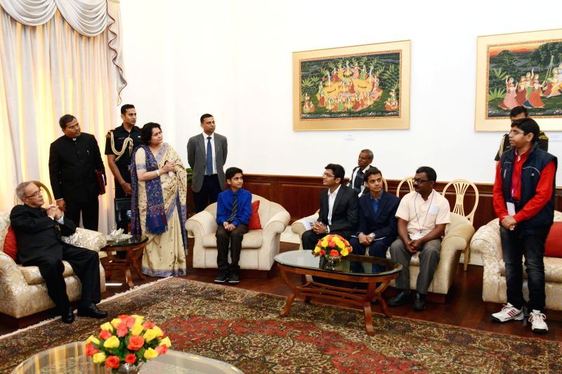 President Pranab Mukherjee interacts with Innovation Scholars In-Residence and Writer In-Residence at Rashtrapati Bhavan in New Delhi, on March 7, 2015. - Pranab Mukherjee