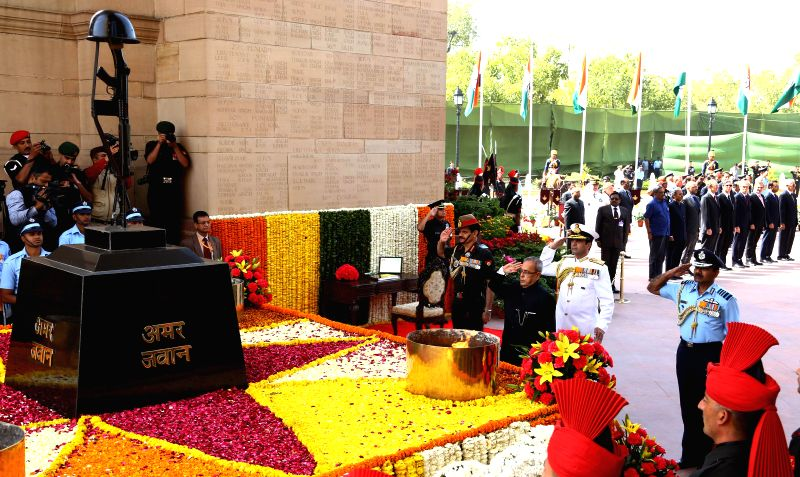 President Pranab Mukherjee lays wreath at the Amar Jawan Jyoti to commemorate the Centenary of World War -I, in New Delhi on March 9, 2015. Also seen the chief of Air Staff Air Chief ... - Pranab Mukherjee and Dalbir Singh