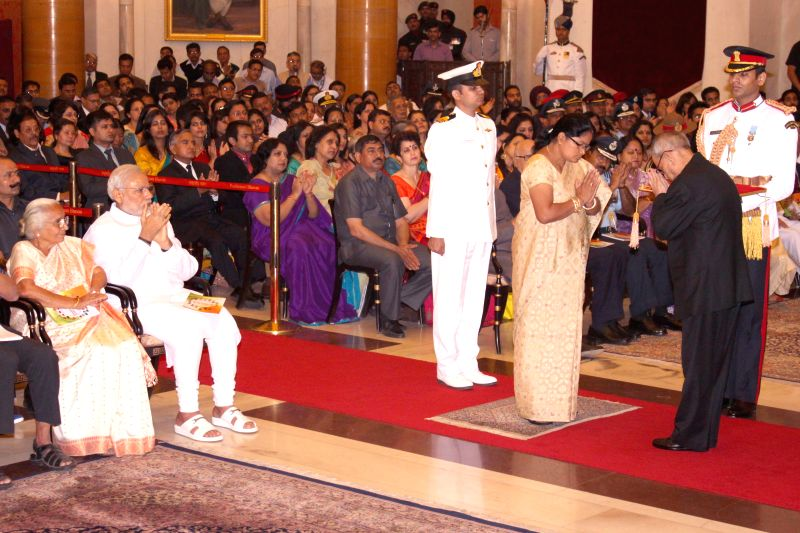 President Pranab Mukherjee presents Shaurya Chakra to Lieutenant Commander Manoranjan Kumar (Posthumous) during the Defence Investiture Presentation Ceremony at Rashtrapati Bhavan in New ... - Pranab Mukherjee and Commander Manoranjan Kumar