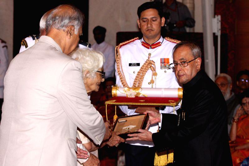 President Pranab Mukherjee presents the Bharat Ratna Award to Pandit Madan Mohan Malviya (Posthumous), at a Civil Investiture Ceremony, at Rashtrapati Bhavan, in New Delhi on March 30, ... - Pranab Mukherjee