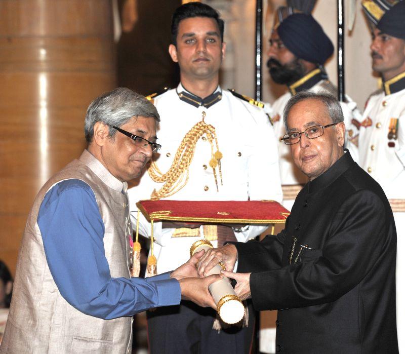 President Pranab Mukherjee presents the Padma Shri Award to Bibek Debroy, at a Civil Investiture Ceremony, at Rashtrapati Bhavan, in New Delhi on April 8, 2015. - Pranab Mukherjee