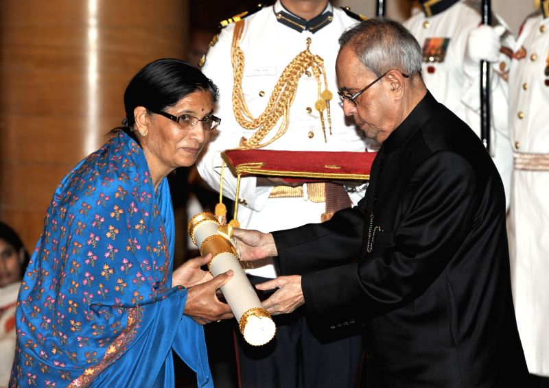 President Pranab Mukherjee presents the Padma Shri Award to Kamala Mehta, wife of Mitha Lal Mehta (Posthumous), at a Civil Investiture Ceremony, at Rashtrapati Bhavan, in New Delhi on ... - Pranab Mukherjee