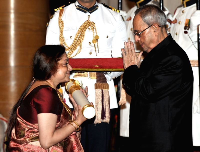 President Pranab Mukherjee presents the Padma Shri Award to Tripti Mukherjee, at a Civil Investiture Ceremony, at Rashtrapati Bhavan, in New Delhi on April 8, 2015. - Pranab Mukherjee