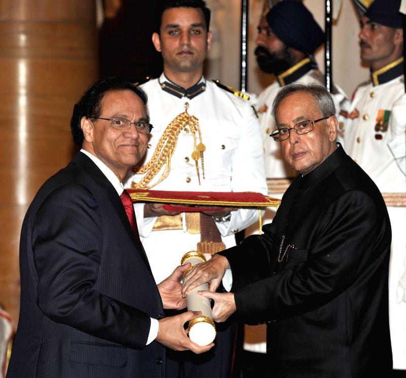 President Pranab Mukherjee presents the Padma Shri Award to Dr. Dattatreyudu Nori, at a Civil Investiture Ceremony, at Rashtrapati Bhavan, in New Delhi on April 8, 2015. - Pranab Mukherjee