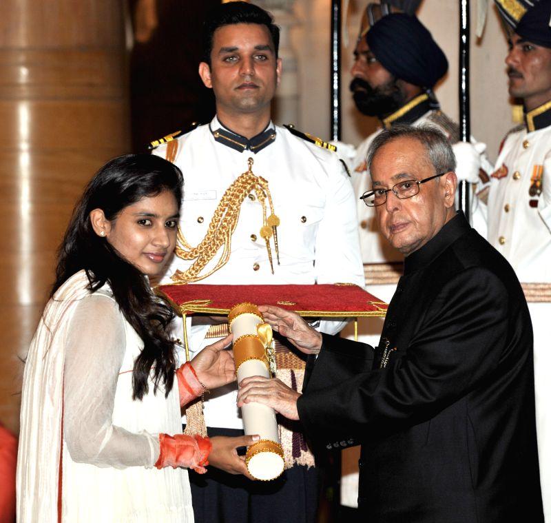 President Pranab Mukherjee presents the Padma Shri Award to Mithali Raj, at a Civil Investiture Ceremony, at Rashtrapati Bhavan, in New Delhi on April 8, 2015. - Pranab Mukherjee