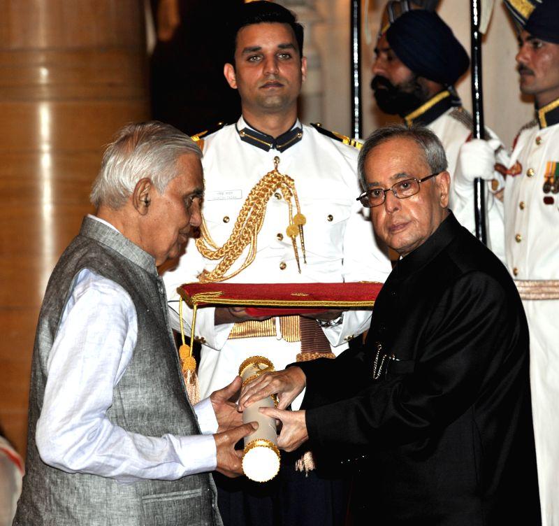 President Pranab Mukherjee presents the Padma Shri Award to Dr. Narendra Prasad, at a Civil Investiture Ceremony, at Rashtrapati Bhavan, in New Delhi on April 8, 2015. - Pranab Mukherjee