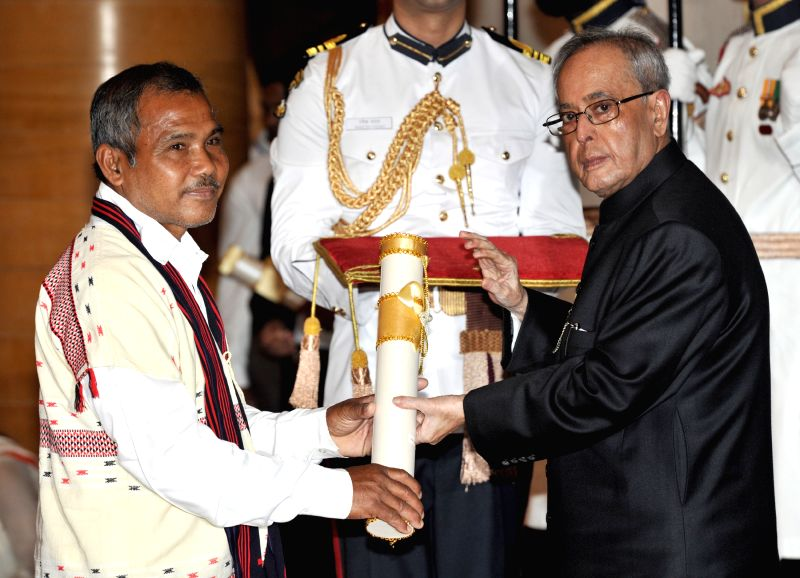President Pranab Mukherjee presents the Padma Shri Award to Jadav Payeng, at a Civil Investiture Ceremony, at Rashtrapati Bhavan, in New Delhi on April 8, 2015. - Pranab Mukherjee