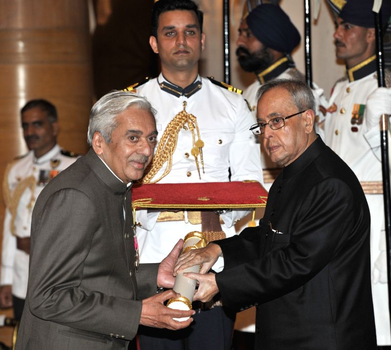 President Pranab Mukherjee presents the Padma Shri Award to Prof. Jagmohan Singh Rajput, at a Civil Investiture Ceremony, at Rashtrapati Bhavan, in New Delhi on April 8, 2015. - Pranab Mukherjee