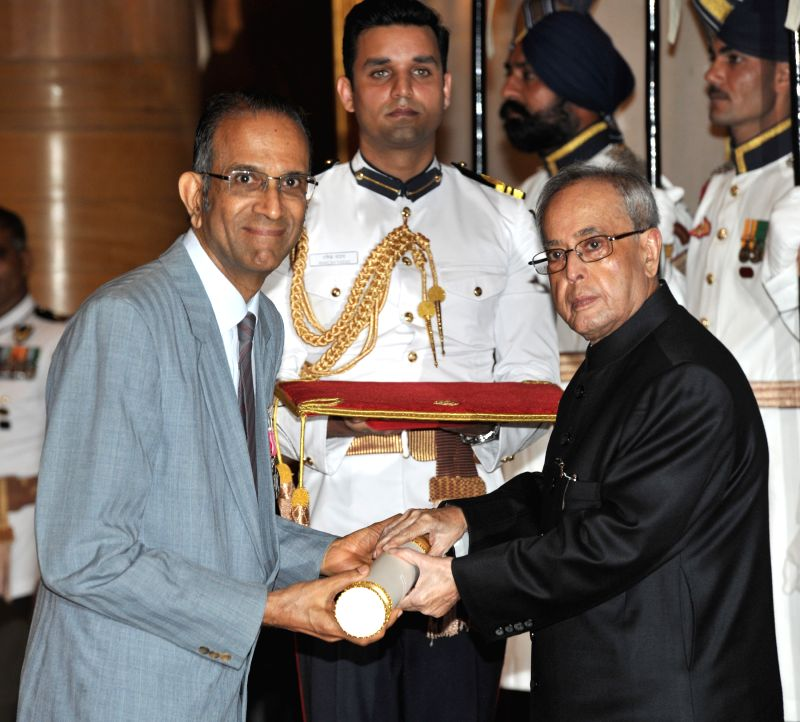 President Pranab Mukherjee presents the Padma Shri Award to P.V. Rajaraman, at a Civil Investiture Ceremony, at Rashtrapati Bhavan, in New Delhi on April 8, 2015. - Pranab Mukherjee
