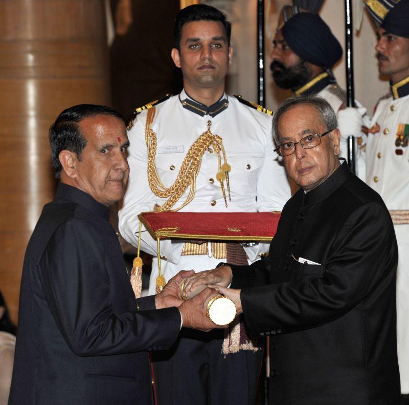 President Pranab Mukherjee presents the Padma Shri Award to Mahesh Rajsoni, at a Civil Investiture Ceremony, at Rashtrapati Bhavan, in New Delhi on April 8, 2015. - Pranab Mukherjee