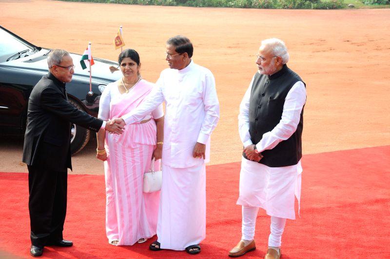 New Delhi : President Pranab Mukherjee, Prime Minister Narendra Modi receives Sri Lankan President Maithripala Sirisena the First Lady Jayanthi Sirisena during a ceremonial reception at Rashtrapati .. - Narendra Modi and Pranab Mukherjee