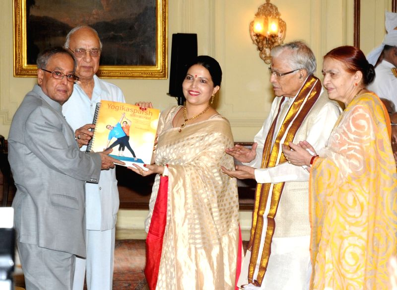 President Pranab Mukherjee receives the First Copy of the Yoga Manual in Braille, at Rashtrapati Bhavan, in New Delhi on June 8, 2015. Also seen BJP MP Murli Manohar Joshi. - Pranab Mukherjee and Murli Manohar Joshi