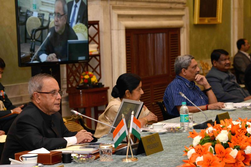 President Pranab Mukherjee with External Affairs Minister Sushma Swaraj and Union Defence Minister Manohar Parikkar at the Conference of Governors at Rashtrapati Bhavan, in New Delhi on ... - Sushma Swaraj and Pranab Mukherjee