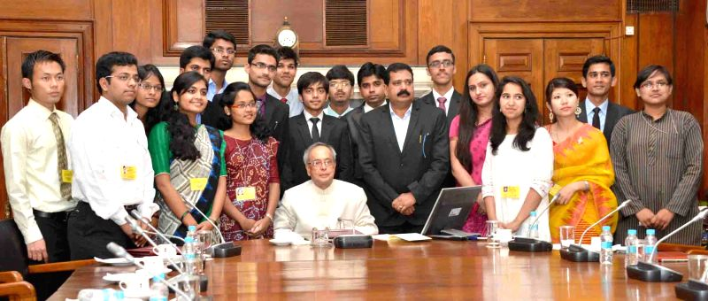 President Pranab Mukherjee with the first batch of NITs Scholars attending the In-Residence Programme, at Rashtrapati Bhavan, in New Delhi on April 15, 2015. - Pranab Mukherjee
