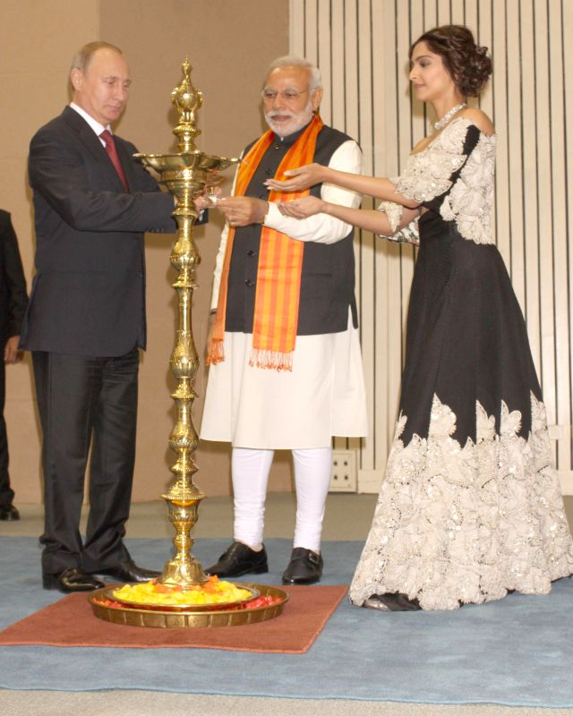 """Prime Minister Narendra Modi and Russian President Vladimir Putin at the inauguration of """"World Diamond Conference"""" in New Delhi, on Dec 11, 2014. - Narendra Modi"""