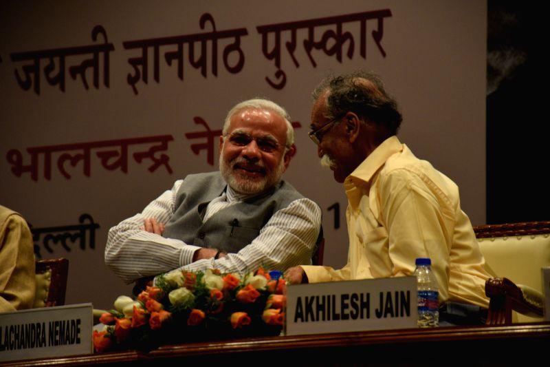 Prime Minister Narendra Modi and Marathi writer Bhalchandra Nemade at the 50th Jnanpith Award Ceremony in New Delhi on April 25, 2015. - Narendra Modi