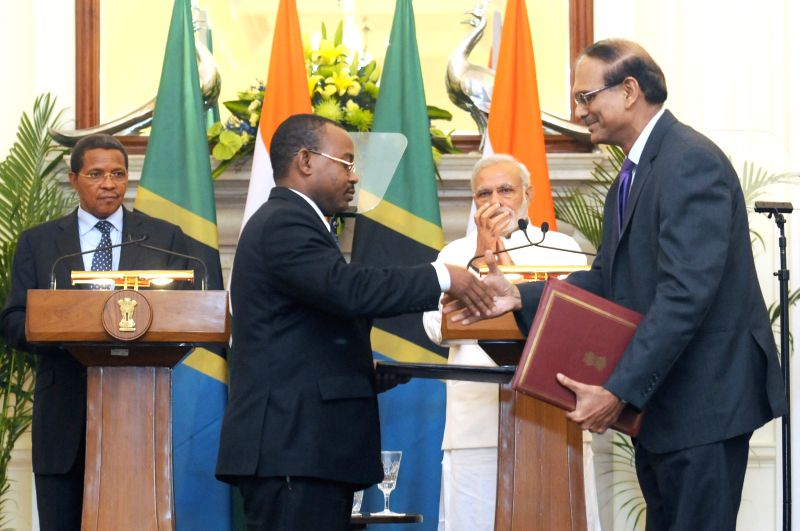 Prime Minister Narendra Modi and the President of the United Republic of Tanzania, Jakaya Kikwete at the signing ceremony of the Agreements, in New Delhi on June 19, 2015. - Narendra Modi