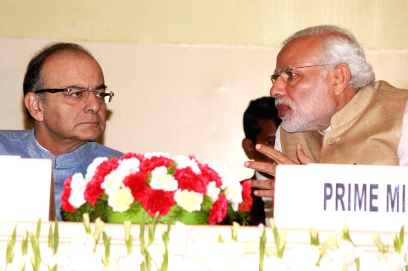:New Delhi: Prime Minister Narendra Modi and Union Finance Minister Arun Jaitley at the Delhi Economics Conclave in New Delhi on Nov 6,2015.. - Narendra Modi