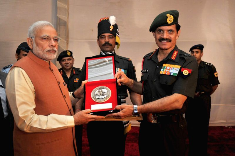 Prime Minister Narendra Modi being presented a memento by the Chief of Army Staff, General Dalbir Singh, at the commemorative exhibition on centenary of First World War, at Manekshaw ... - Narendra Modi and Dalbir Singh