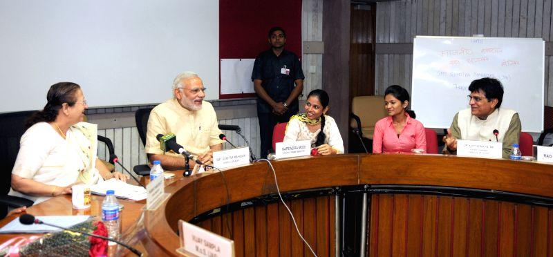 Prime Minister Narendra Modi interacts with the delegation of Artificial Limbs Beneficiaries, in New Delhi on April 27, 2015. Also seen Lok Sabha Speaker Sumitra Mahajan. - Narendra Modi and Sumitra Mahajan