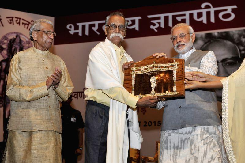 Prime Minister Narendra Modi presents the Jnanpith Award 2014 to Marathi writer Bhalchandra Nemade, at the 50th Jnanpith Award Ceremony in New Delhi on April 25, 2015. - Narendra Modi