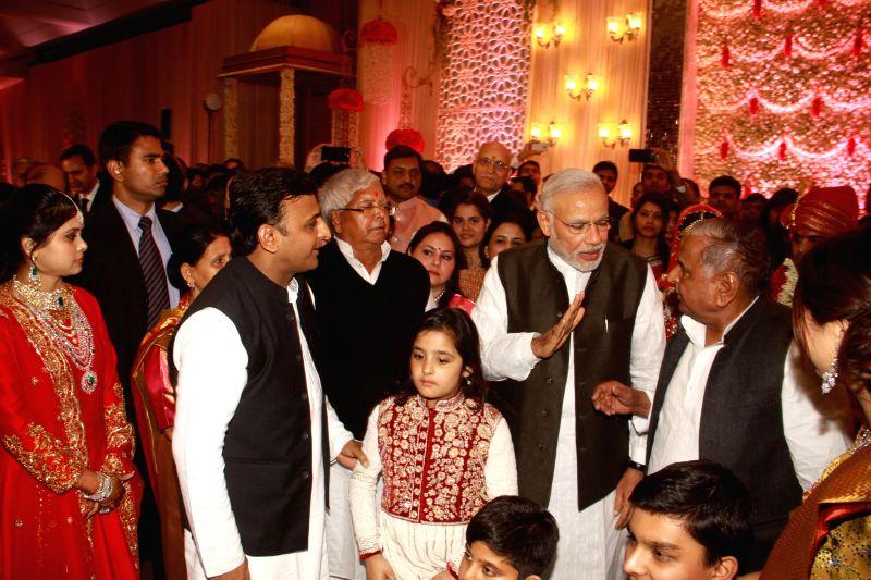 Prime Minister Narendra Modi, Uttar Pradesh Chief Minister Akhilesh Yadav, RJD supremo Lalu Yadav, SP supremo Mulayam Singh Yadav during the wedding ceremony of Lalu's daughter Raj Lakshmi ... - Narendra Modi, Akhilesh Yadav, Lalu Yadav, Mulayam Singh Yadav and Tej Pratap Yadav