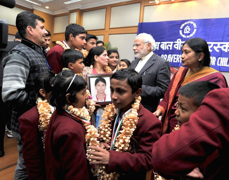 Prime Minister Narendra Modi with the winners of the National Awards for Bravery 2014, in New Delhi on Jan 23, 2015. - Narendra Modi