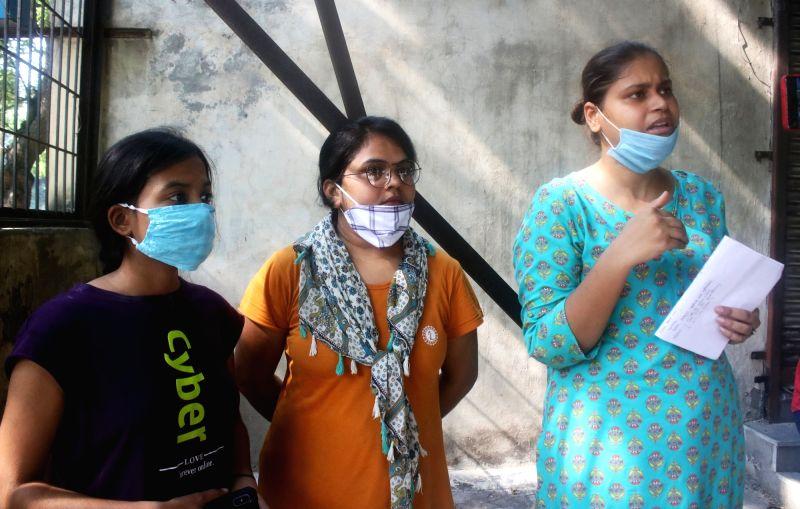 New Delhi: Priyanka Kashyap, Girija Tiwari and Sushmita, students of Mata Kasturba Girls' Hostel, Harijan Sevak Sangh, Gandhi Ashram in New Delhi on Sep 10, 2020. (Photo: IANS)