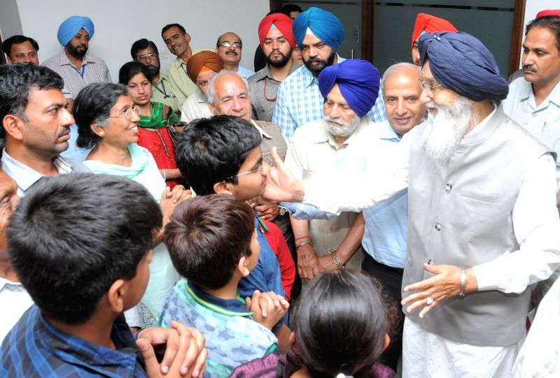Punjab Chief Minister Parkash Singh Badal receives a group of Punjabi tourists, who returned from earthquake hit Nepal at Punjab Bhawan in New Delhi on April 2​6​, 2015.
