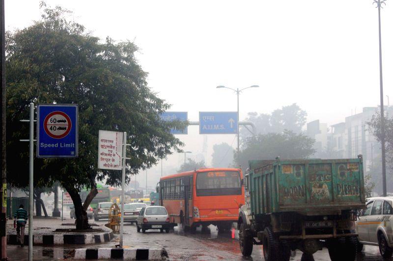 Rains slow down traffic in New Delhi on Jan 22, 2015.