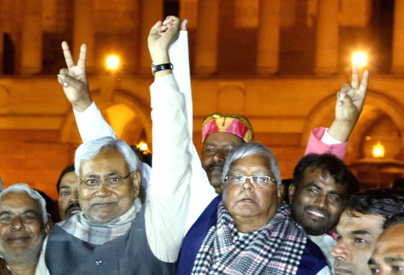 RJD leader Lalu Prasad Yadav and JD(U) leader Nitish Kumar after meeting President Pranab Mukherjee at Rashtrapati Bhawan in New Delhi, on Feb 11, 2015. - Lalu Prasad Yadav, Nitish Kumar and Pranab Mukherjee
