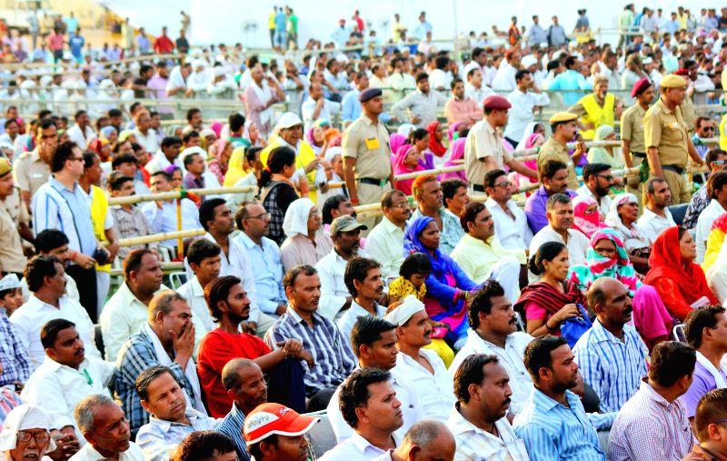 Sanitation workers gather at Ramlila Maidan for a meeting with Delhi Chief Minister Arvind Kejriwal in New Delhi, on June 8, 2015. - Arvind Kejriwal