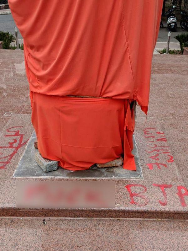 New Delhi: Statue of Swami Vivekananda -yet to be unveiled- vandalised in JNU campus, New Delhi on Nov 14, 2019. (Photo: IANS)