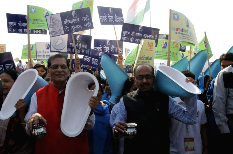 Sulabh International Founder Bindeshwar Pathak and BJP leader Vijay Goel during a programme organised by Sulabh International on the eve of World Toilet Day in New Delhi, on Nov 18, 2014.