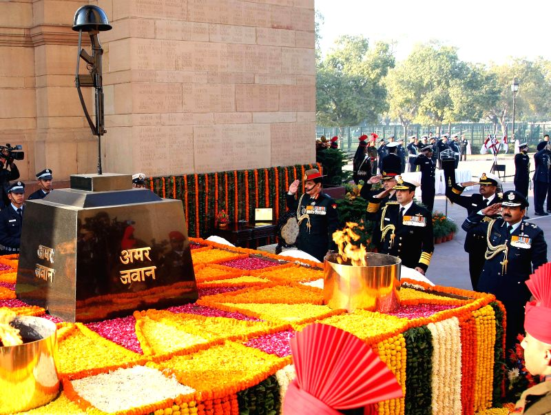 ​The ​Chief of Army Staff, General Dalbir Singh, the Chief of the Air Staff, Air Chief Marshal Arup Raha and the Chief of Naval Staff, Admiral R.K. Dhowan pay homage at Amar Jawan ... - Dalbir Singh