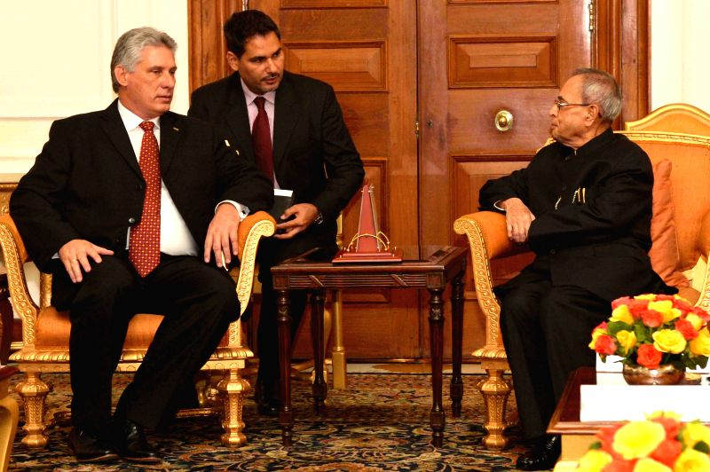 The First Vice President of Republic of Cuba, Miguel Diaz-Canel Bermudez Mario calls on President Pranab Mukherjee, in New Delhi on March 23, 2015. - Pranab Mukherjee