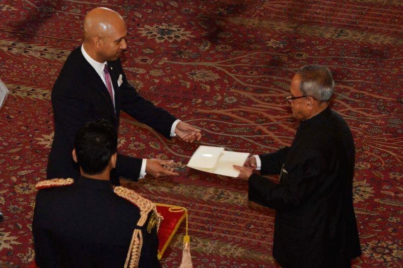 The High Commissioner-designate of Canada Nadir Patel presents his credential to President Pranab Mukherjee, at Rashtrapati Bhavan, in New Delhi on Jan 16, 2015. - Nadir Patel and Pranab Mukherjee