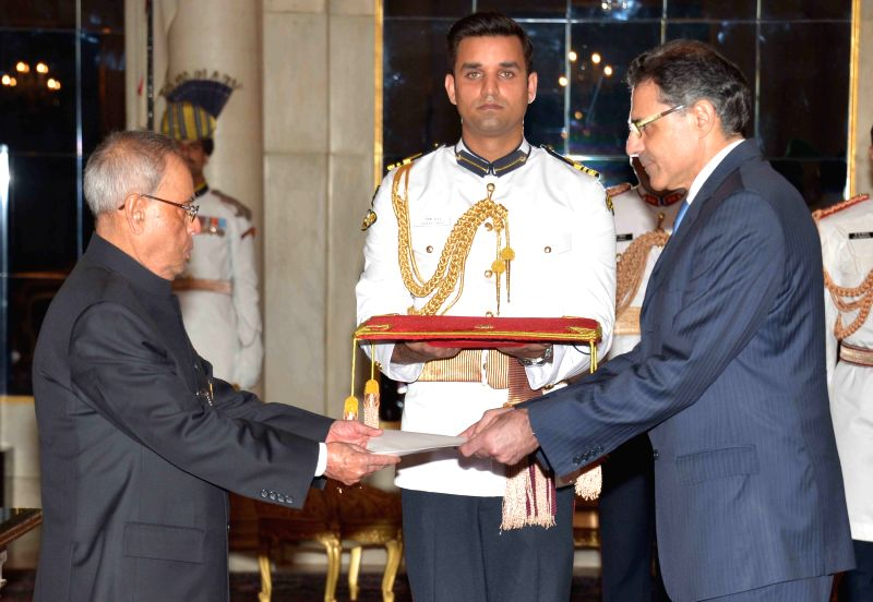 The High Commissioner-designate of Cyprus, Demetrios A. Theophylctou presents his credentials to President Pranab Mukherjee, at Rashtrapati Bhavan, in New Delhi on April 30, 2015. - Pranab Mukherjee